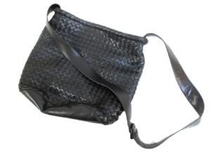 ボッテガヴェネタ BOTTEGA VENETA ショルダーバッグ イントレチャート レザー 黒 編み込み イタリア製の買取実績