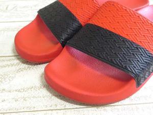 美品 RAF SIMONS adidas ラフシモンズ アディダス TWO TONE ADILETTE コラボ シャワーサンダル 26.5 レッド ブラックの買取実績