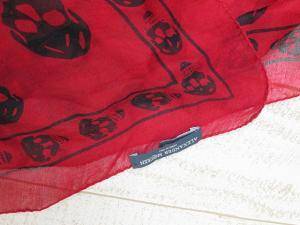 【ALEXANDER MCQUEEN/アレキサンダーマックイーン】 シルク100% スカル 大判スカーフ ストール 赤×黒の買取実績