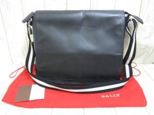 バリー BALLY 本革 レザー メッセンジャー バッグ 黒 ブラック ショルダー長さ調節可 鍵 錠 保存袋付き メンズ