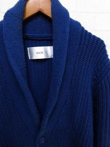 エーケーエム AKM カーディガン ニット 長袖 ショールカラー M 青 ブルー 国内正規品 メンズの買取実績