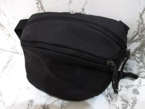 アークテリクス ARC'TERYX 美品 ワンショルダーバッグ ポーチ ナイロン 斜めがけ ロゴ 刺繍 黒 ブラック