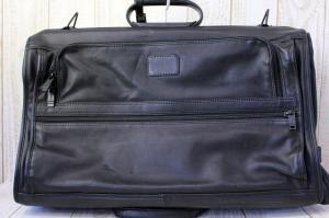 トゥミ TUMI ガーメントバッグ スーツケース レザー ショルダー 鍵付 黒 /Jの買取実績